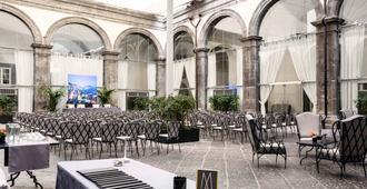 美憬閣那不勒斯卡拉喬洛王府酒店 - 那不勒斯 - 天井