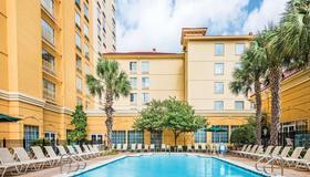 La Quinta Inn & Suites by Wyndham San Antonio Riverwalk - San Antonio - Building