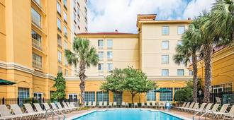 La Quinta Inn & Suites by Wyndham San Antonio Riverwalk - San Antonio - Building