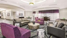 La Quinta Inn & Suites by Wyndham San Antonio Riverwalk - San Antonio - Lounge