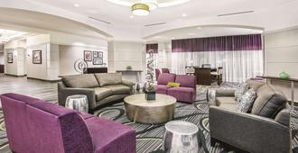 La Quinta Inn & Suites by Wyndham San Antonio Riverwalk - San Antonio - Lounge