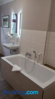 Waldschlösschen Wangen - Nebra - Bathroom