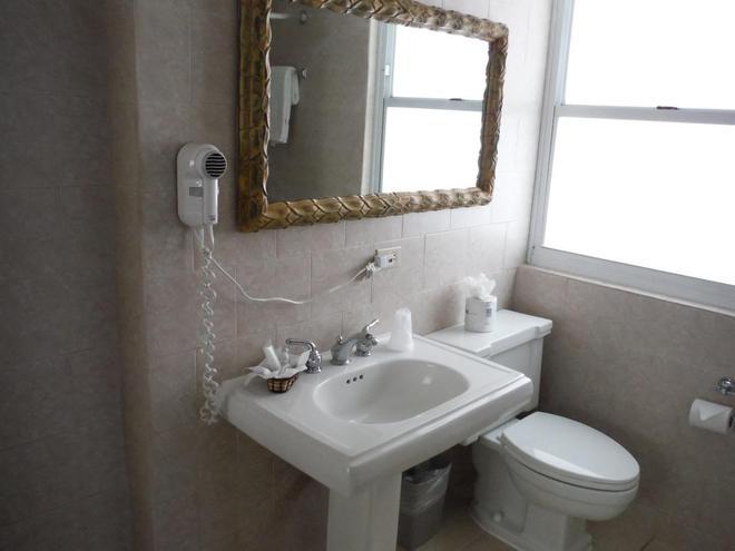 米拉海酒店 - 聖胡安 - 聖胡安 - 浴室