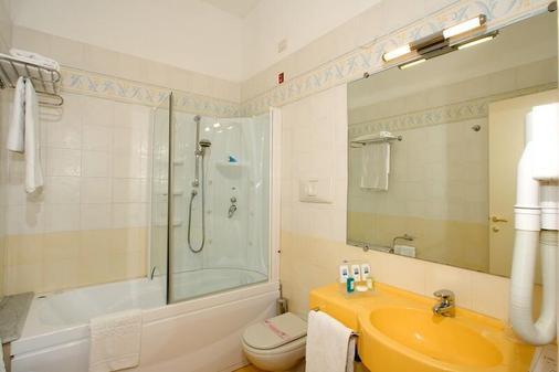 Hotel Mediterraneo - Sant'Agnello - Bathroom