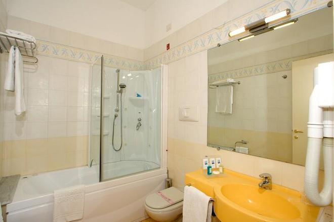 Hotel Mediterraneo - Sant'Agnello - Kylpyhuone