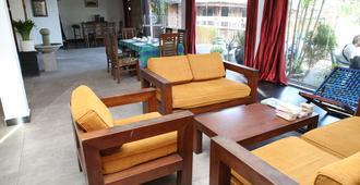 Golden Bay Resort - Weligama - Living room
