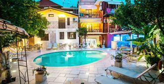Paradise Hotel - Parga - Piscina