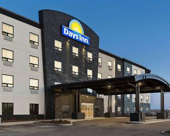 Days Inn by Wyndham Calgary North Balzac - Balzac - Building