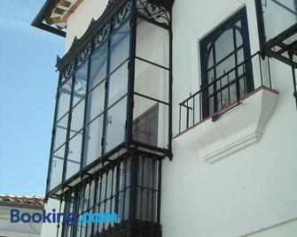 Hospederia y Aptos Casa de las Piedras - Грасалема - Building