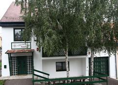 Csillagtúra Panzió - Eger - Building