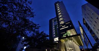 Whiz Hotel Sudirman Pekanbaru - Pekanbaru - Edificio