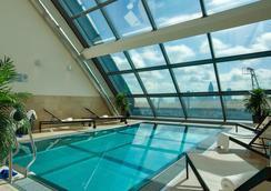 Radisson Blu Hotel, Frankfurt am Main - Frankfurt am Main - Pool