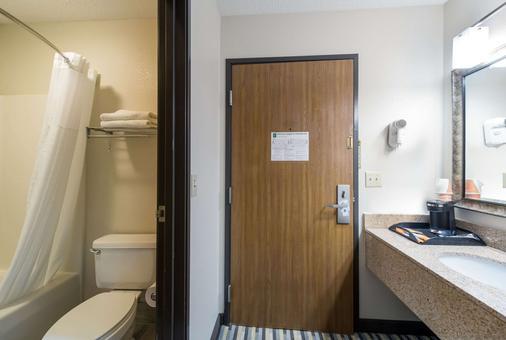 Quality Inn - Michigan City - Kylpyhuone