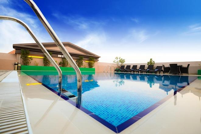 Golden Tulip Al Barsha - Dubai - Bể bơi