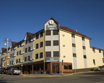 Tower Inn & Suites - Quesnel - Gebäude