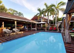 Monzi Safaris Backpackers - Saint Lucia - Piscina