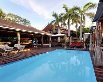 Monzi Safaris Backpackers - Saint Lucia - Πισίνα