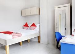 OYO 120 Gp Residence - Tangerang City - Bedroom