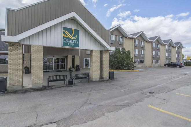 Quality Inn West Edmonton - Edmonton - Building