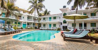 Dona Julia Beach Resort - Калангут - Бассейн