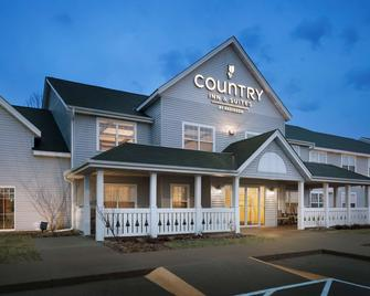 Country Inn & Suites by Radisson, Grinnell, IA - Grinnell - Building