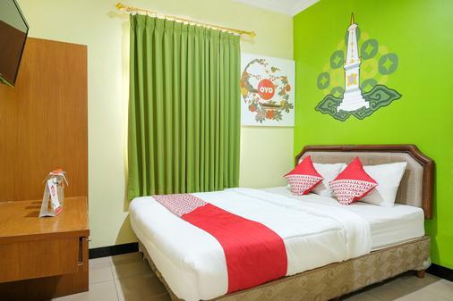 Oyo 512 Ndalem Mantrijeron Hotel - Yogyakarta - Κρεβατοκάμαρα