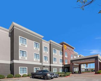 La Quinta Inn & Suites by Wyndham Pasadena North - Pasadena - Building