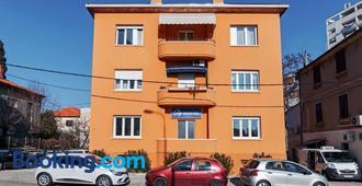 Sky Hostel - Zadar - Edificio