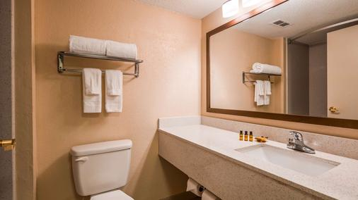 Best Western Plus Hotel & Suites Airport South - College Park - Bathroom