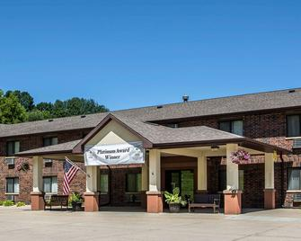 Quality Inn And Suites Decorah - Decorah - Building