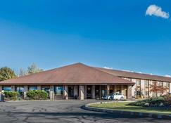 Quality Inn Central Wisconsin Airport - Mosinee - Building