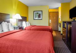 Quality Inn Central Wisconsin Airport - Mosinee - Bedroom