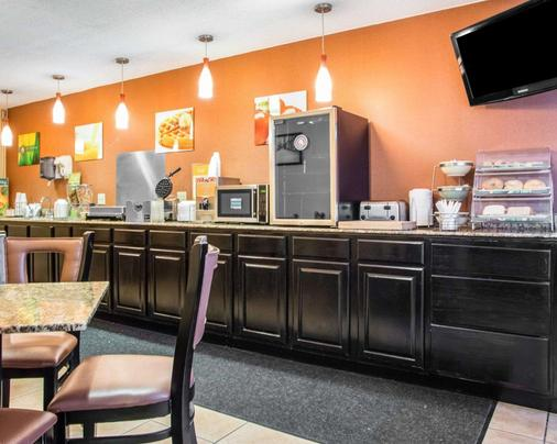 Quality Inn Central Wisconsin Airport - Mosinee - Buffet