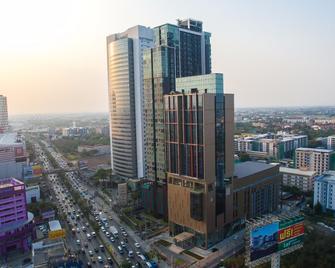 Best Western Plus Wanda Grand Hotel - Amphoe Pak Kret - Buiten zicht