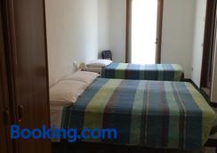 Hotel Aurora - Colico - Bedroom