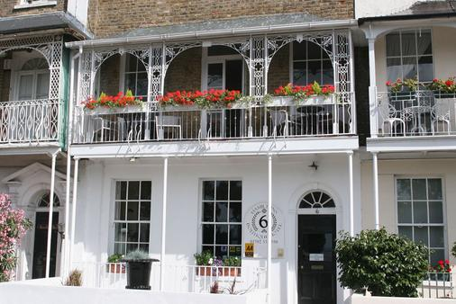 Hamiltons Boutique Accommodation - Southend-on-Sea - Building