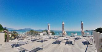 Hotel Ca' Serena - סירמיונה - בניין