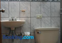 Picol Hostal - Cusco - Bathroom