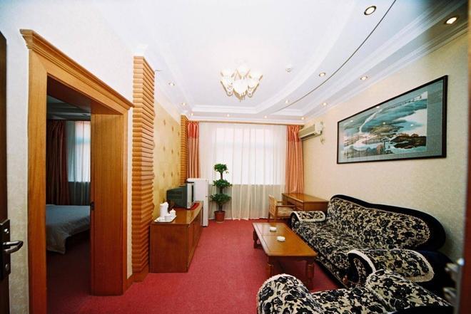 Chaoyang Hotel - Beijing - Living room