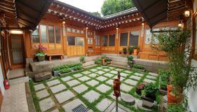 So Hyeon Dang Hanok Guesthouse - Seoul - Patio