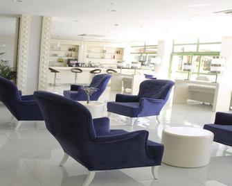 Von Resort Elite - Side - Lobby