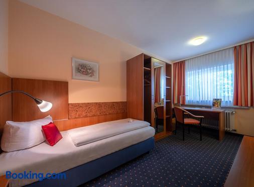 Britta's Parkhotel - Obertshausen - Bedroom