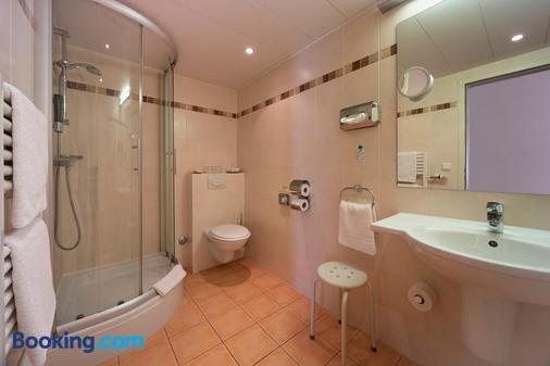 Britta's Parkhotel - Obertshausen - Bathroom