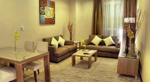 Alhamra Hotel - Sharjah - Living room