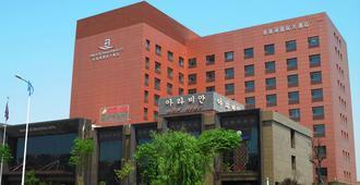 Qingdao Danube International Hotel - Qingdao - Gebouw