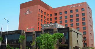 Qingdao Danube International Hotel - צ'ינגדאו