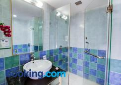 Radha Hometel Whitefield - Bengaluru - Bathroom