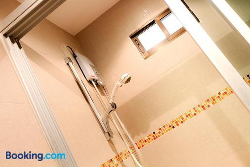 Thai Pura Resort - Pattaya - Bathroom