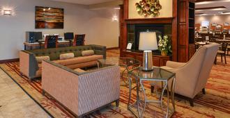 Holiday Inn Express & Suites Cherry Hills - אומהה - סלון