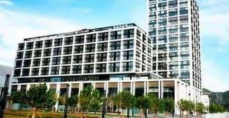 Howard Johnson Parkland Hotel Dalian - Dalian - Building